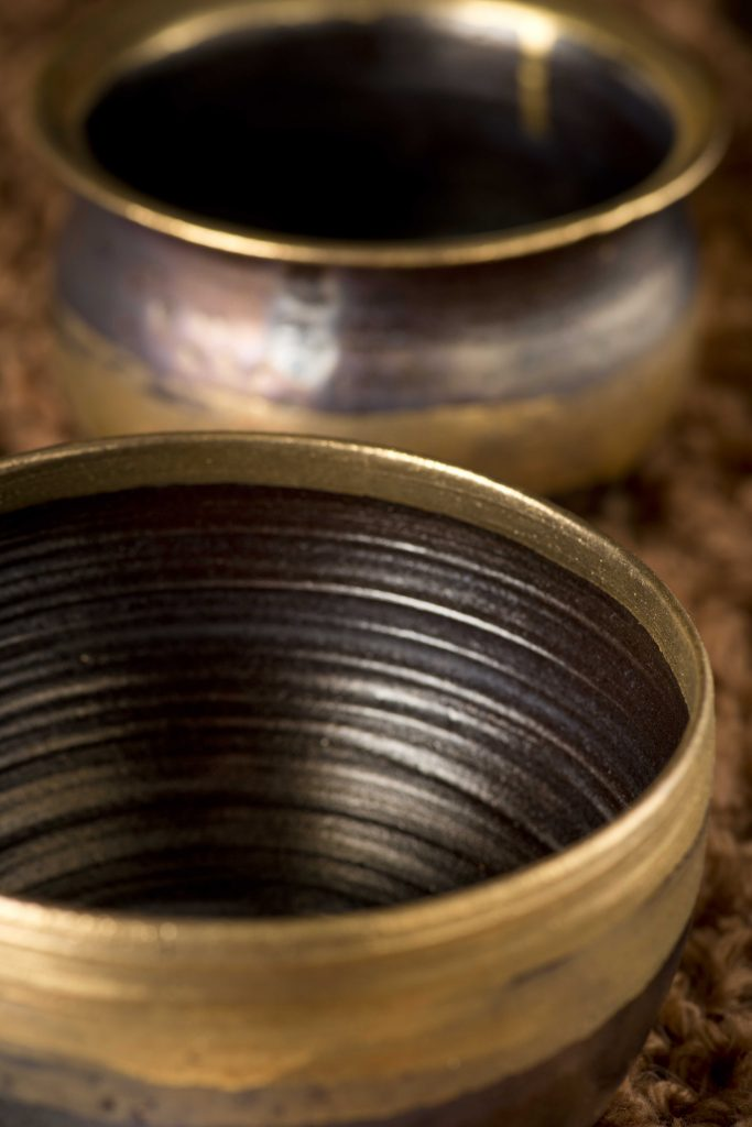 Altın renkli çanaklar / Gold potteries
